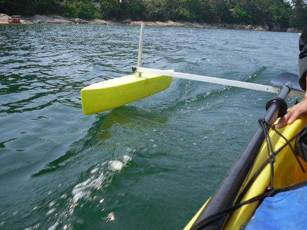 Outrigger for motorized tandem fishing kayak - Korea